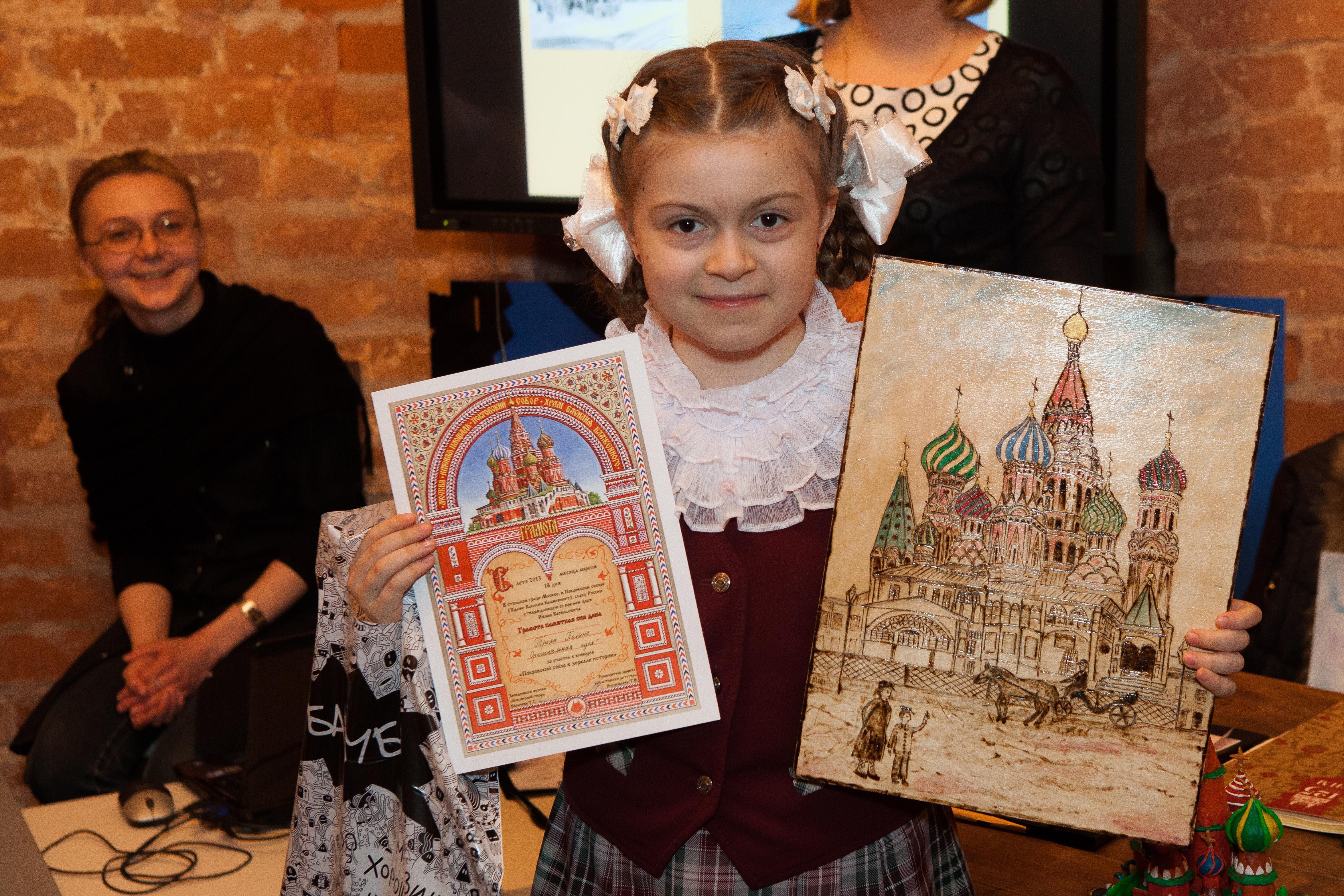 « Мир детства» поддерживает состязание детского творчества « Покровский собор: от А до Я»