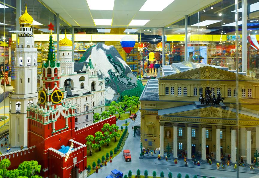 В столице России открылась одна из самых крупных в мире бренд-зона LEGO