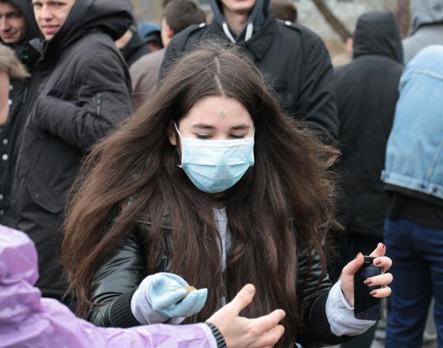 Митингующие забросали резиденция посла США в Киеве навозом