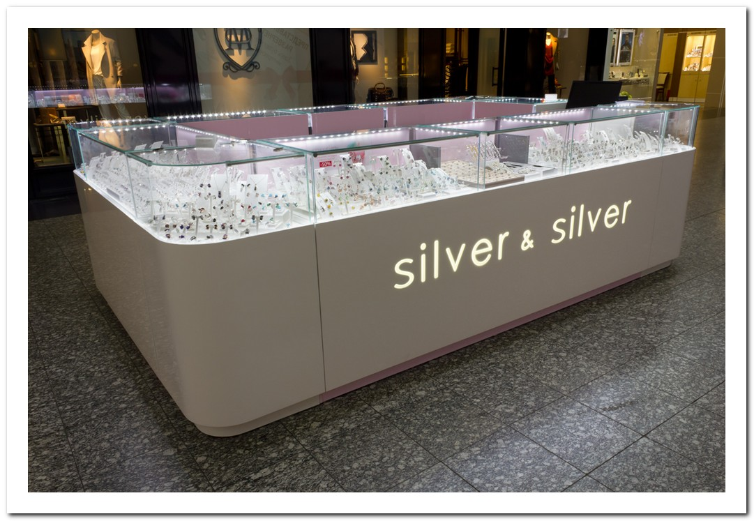 Акция в Silver & Silver: 50% на кольца с полудрагоценными камнями