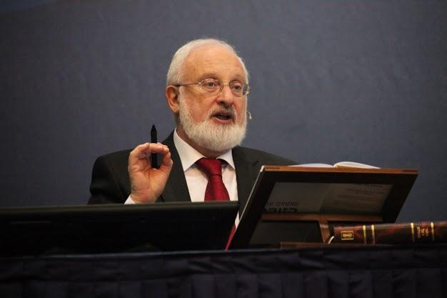 Израильский профессор, каббалист Михаэль Лайтман, предрекший послед-ние события в евросоюзе, прочтет в столице России лекцию на Снобе