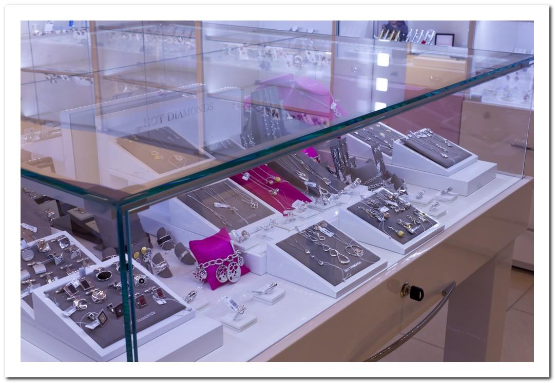 Silver & Silver открыл обновленный салон в ТРЦ « Европейский»