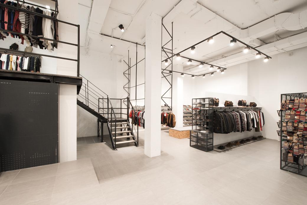 Brandshop √ магазин брендовой одежды обуви и аксессуаров открыл свои двери после масштабной реставрации