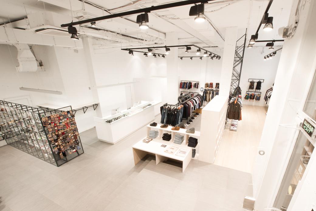 af35dcb20b85 Brandshop √ магазин брендовой одежды обуви и аксессуаров открыл свои двери  после масштабной реставрации